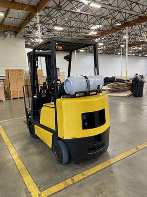 Yale 6000 lbs 3 stage forklift for Sale in Garden Grove, CA