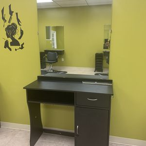 Hair Salon Chairs And Beauty Table for Sale in Alexandria, VA