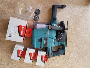 Makita rotary hammer drill with vacuum for Sale in Castro Valley, CA
