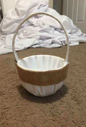 White with burlap flower girl basket for Sale in Lathrop, CA