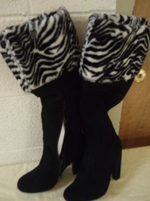 Size 7 (1/2) ladies striped boots for Sale in Norfolk, VA
