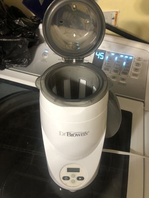 Dr brown sterilizer and bottle warmer. It's a great item for Sale in Miami, FL