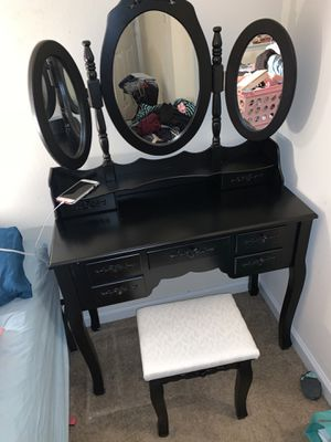 Make up vanity for Sale in Leesburg, VA