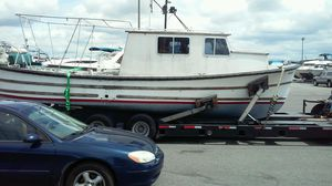 Unique 31ft Military Towing Hawser Built By Uniflite for Sale in Everett, WA