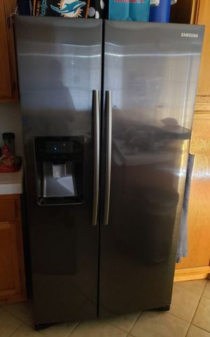 Samsung Refrigerator (MUST GO ASAP) for Sale in Rancho Cucamonga, CA