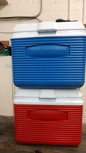 Lunch boxes rubbermaid like new for Sale in Atascadero, CA