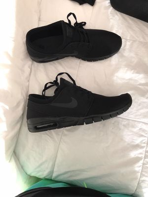 Black Nike Low Tops Athletic Shoes for Sale in Silver Spring, MD