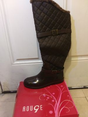 new women boots sise 10 new in its box the price in the store is 34.99 for Sale in Las Vegas, NV