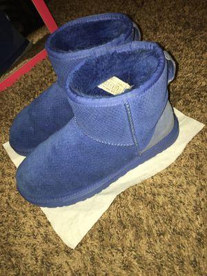 Size 8 Ugg boots for Sale in Seattle, WA