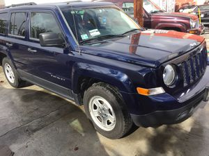 2015 Jeep Patriot 4 Cyl Auto Cold A/C runs and drives excellent great on gas mileage must sell fast $11,900 for Sale in Los Angeles, CA