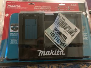 Dual rapid charger with built in USB port for Sale in Morada, CA