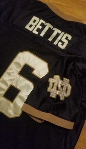 Jehrome Bettis Rookie Notre dame Throw back Jersey #6...Gridirons Great Brand..Great Condition! for Sale in Modesto, CA
