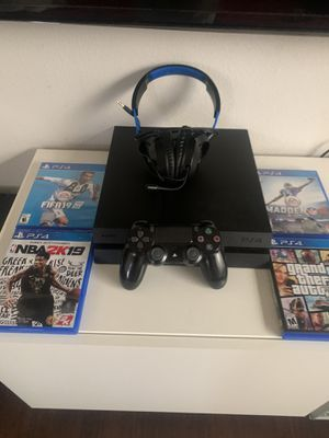 Ps4 bundle for Sale in Garland, TX