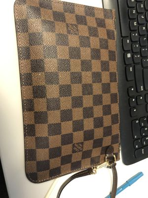 Louie Vuitton Pouch for Sale in Middletown, CT