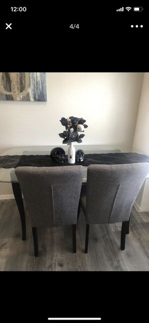 Table and chairs for Sale in North Las Vegas, NV
