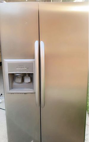 Kenmore refrigerator in good condition very clean size 36 for Sale in Dearborn, MI