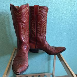Off Red Women Western Boot, size 7 B for Sale in Apache Junction, AZ