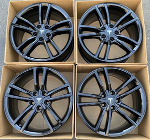 "19"" Tesla Model s split factory wheels rims gloss black new for Sale in Costa Mesa, CA"