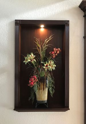 Gorgeous vase with cascading flowers for Sale in Davie, FL