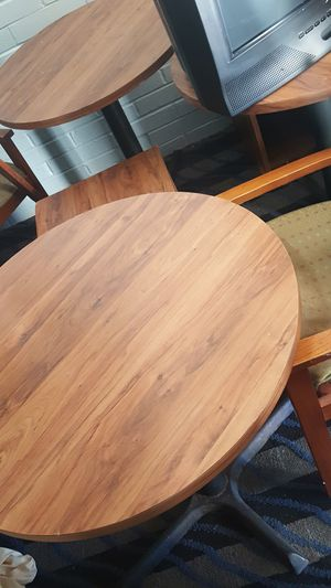 Round table 2 1/2ft circumference for Sale in Oklahoma City, OK