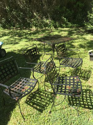 Beautiful Outdoor Patio Set. Metal Heavy. 5 Piece Outside Furniture for Sale in Chamblee, GA