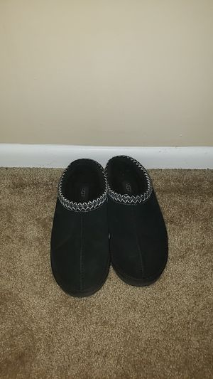 Size 9 mens uggs slippers for Sale in Knoxville, TN