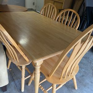 Wood Farmhouse Cute Dinning Table And 4 Chairs Set for Sale in Walnut Creek, CA