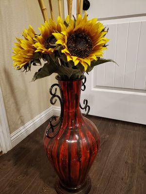 florero whit sun flowers for Sale in Hemet, CA