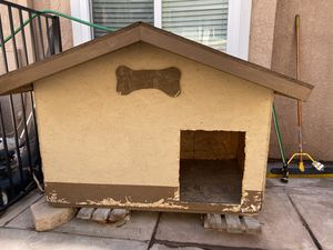 Dog house. for Sale in Rancho Cucamonga, CA