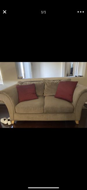 Couch (free) for Sale in Chula Vista, CA