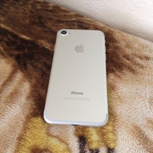 Att /cricket iPhone 7 32gb $180 firm no trade for Sale in West Sacramento, CA