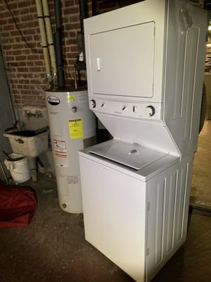 Frigidaire 27 Inch Stacked Washer and Dryer 3.0 Cu. Ft. 8-Cycle Washer And 5.5 Cu. Ft. 8-Cycle Dryer Electric Laundry Classic White for Sale in New York, NY