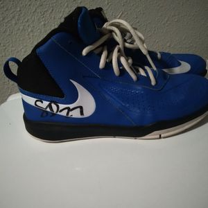 Shoes Youth Size 4.5 for Sale in Lakewood, WA