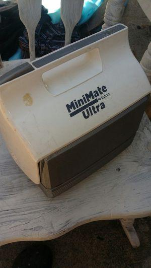 Mini mate vintage lunch box for Sale in Martinez, CA