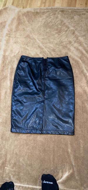 Women skirt With side slit In Size 2 $ 10 for Sale in Bloomfield Township, MI