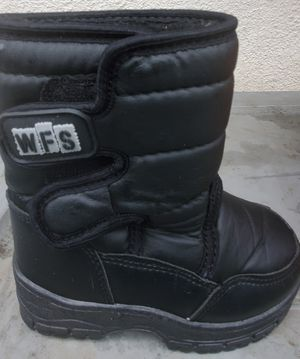 WINTER SNOW /RAIN WFS BOOTS TODDLER ( SIZE 9 ) PRE-OWNED for Sale in Lynwood, CA