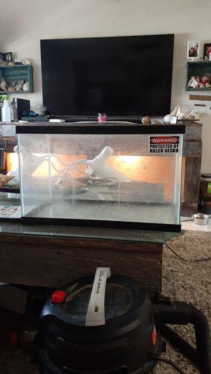10 gallon terrarium for Sale in Highland Beach, FL