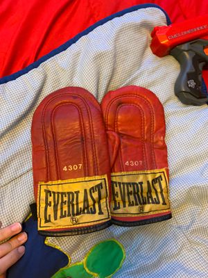 Everlast Speed Bag Gloves for Sale in Wilmette, IL