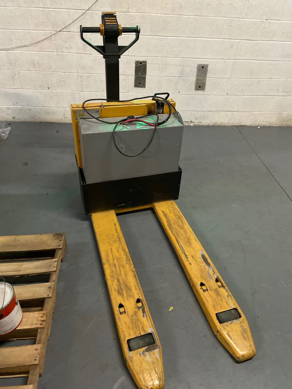 Cat Electric Reach ForkLift (used)