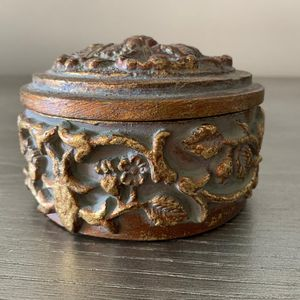 Bombay and Co. Decorative candle holder with candle for Sale in Fort Lauderdale, FL