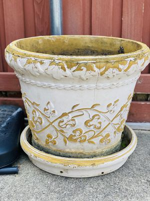 Flower vase outdoors for Sale in Plano, TX