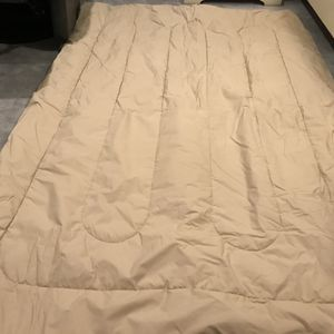Bedspread For Day Bed + 3 Pillows Cases + 1 Matching Skirt for Sale in Goodyear, AZ