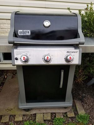 Weber Spirit 3-Burners Propane Grill Stainless Steele comes with 3 empty propane tanks for Sale in Leesburg, VA