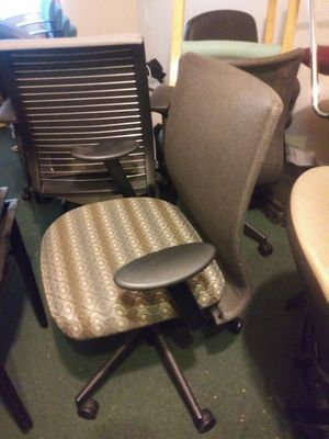 NICE ADJUSTABLE MESHBACK OFFICE CHAIR for Sale in Tampa, FL