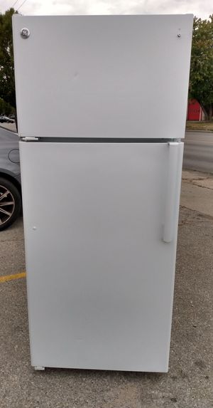 GE Refrigerator for Sale in Columbus, OH