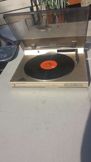 Marantz turntable, linear tracking, direct drive, No touch arm turntable for Sale in Tacoma, WA