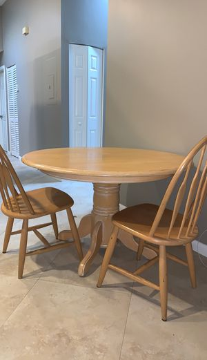 Wooden kitchen table w/ 3 chairs for Sale in Boca Raton, FL