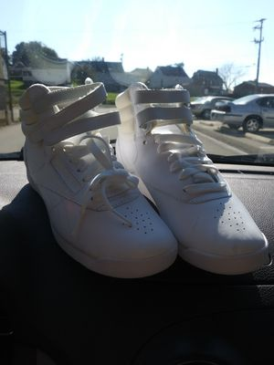 Reeboks with the straps new for Sale in West Mifflin, PA