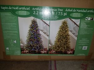 NEW CHRISTMAS TREE 7.5 WITH 1850 micro LED LIGHTS for Sale in Sanger, CA