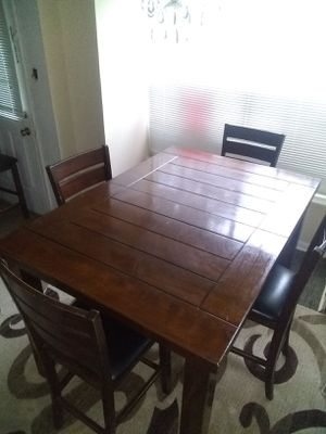 Dining table and 4 chairs Free delivery. Delivery gratis for Sale in Houston, TX